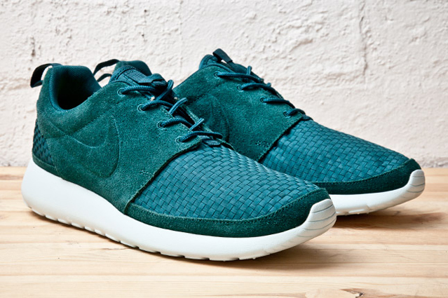 outlet store 1a02a 9411e Nike Roshe Run woven pack