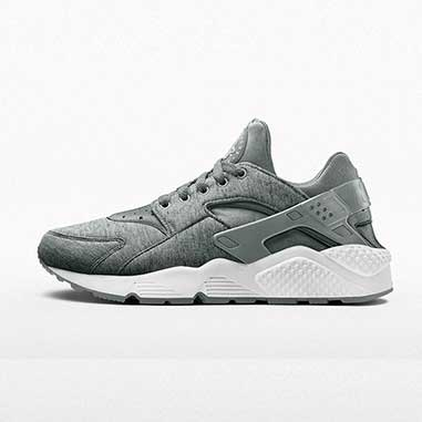 131aec527cc6 You can now customise your kicks in Tech Fleece with NIKEiD ...